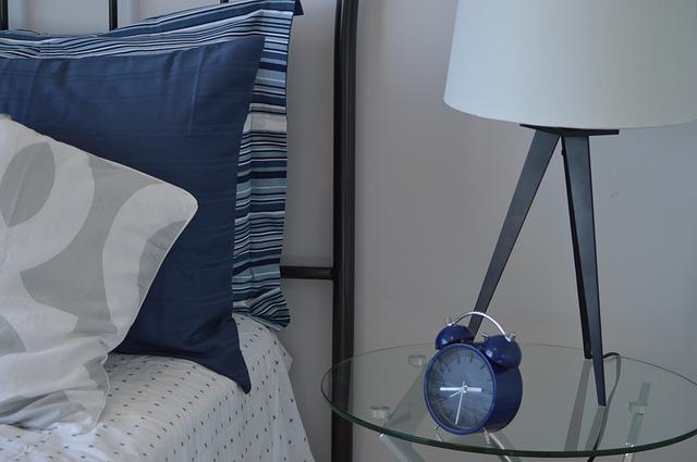 Klasyczne łóżko do sypialni