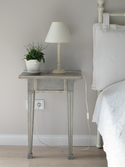 Klasyczna biała sypialnia