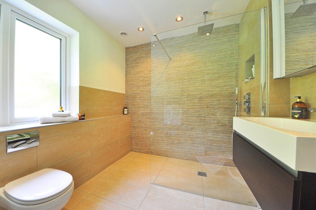 praktyczne płytki w łazience